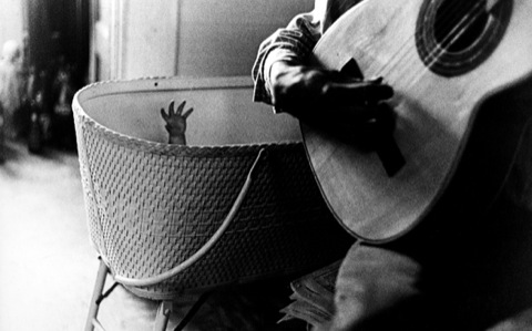 A Nonlinear Way of Being The Photographs of Ralph Gibson 生命的非线性存在 ——拉夫·吉布森的摄影