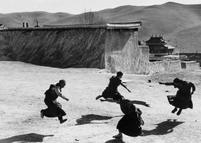 杨延康-练习跳法舞的小僧侣 四川2006